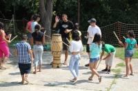 Martin Fogo Halász seznamoval děti s capoeirou (Foto: z.s. Miret))