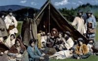 Romský tábor – kotláři. Rumunsko, 1935. Ze sbírky Muzea romské kultury