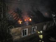 Dům romské rodiny ve Vítkově po žhářském útoku (Foto: www.hzsmsk.cz)
