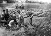 Výroba valků (lehárů), Východní Slovensko, I. republika (Foto: Jozef Kolarčík)