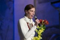 Ředitelka Základní školy Trmice Marie Gottfriedová při přebírání ceny  Roma Spirit (Foto: Tereza Havlínková)