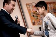Tomio Okamura s oceněným soutěžícím (Foto: Romea)