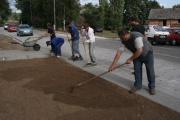 Úprava ploch pro sadbu trávy (Foto: Eva Haunerová)