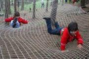 Děti si vyzkoušely například obří trampolínu, skákací síť nebo překážky na vysokých lanech (Foto: Eva Haunerová)