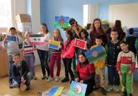 Výtvarný workshop - děti malovaly vlajky různých národů žijících v Teplicích (Foto: Salesiánské středisko Štěpána Trochty)