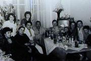 Rodinné setkání o Vánocích, 70. léta 20. stol. (Foto: Archiv Muzea romské kultury)