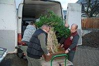 Перевозка бонсая в ботанический сад Либерца, Фото: Луцие Фирстова, Чешское радио