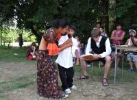 Na letním setkání se také hodně zpívá (Foto: Michal Trnka)