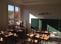 Kontejnerová škola v Jarovnicích u Prešova má pomoci řešit problém přeplněných tříd (Foto: Vojtěch Berger)