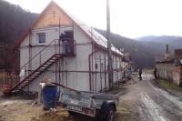 Romové při stavbě svého nového domu ve Svatém Antonu na Slovensku (Foto: Vojtěch Berger, Český rozhlas)