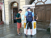 The petition in support of the referendum, photo: Lukáš Milota / Czech Radio