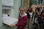 Miloň Čepelka, představitel mamky v první hře Járy Cimrmana, při otevření Baby-boxu (Foto: www.statim.cz)