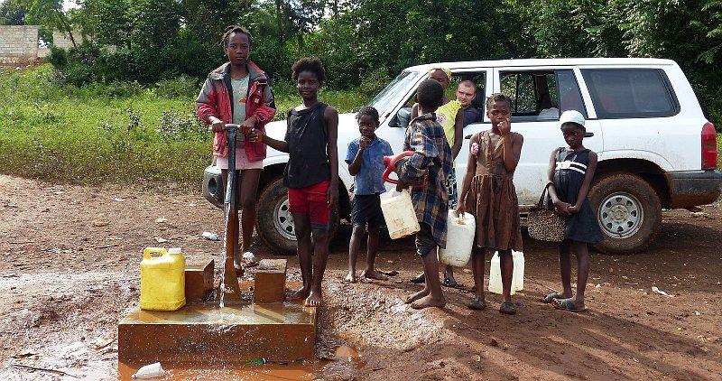 Une ong tch que lance un projet de forage de puits d eau for Prix forage eau potable