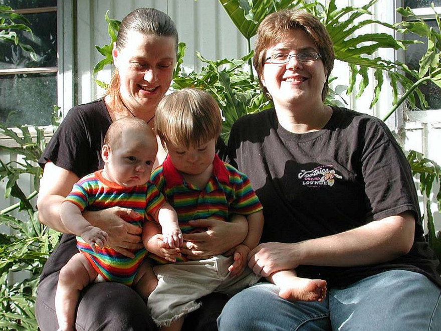 leg-gay-or-lesbian-families-photos-woman-try