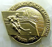 Gold medal from World Championship 1947, photo: Stoleti_ceskeho_hokeje_15.JPG: Kozuch, CC BY-SA 3.0