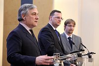 Antonio Tajani, Petr Nečas y Pavel Dobeš, foto: Archivo del Gobierno checo