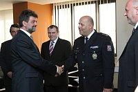 Polizeipräsident Petr Lessy (rechts) und der Innenminister Jan Kubice (links)