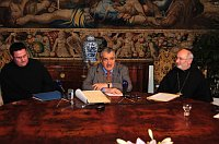 Pater Dominik Sadrawetz, Minister Karel Schwarzenberg, Abbot Evžen Martinec. Photo: Robert Janás, Ministry of Foreign Affairs archive