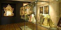 Piezas del ropaje del Niño Jesús de Praga, foto: Archivo del Instituto Nacional de Monumentos