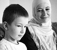 Жена и сын Эмир-Усеина Куку, Фото: Антон Наумлюк