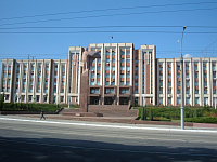The Transnistrian parliament building in Tiraspol, photo: Monk, CC 3.0 license