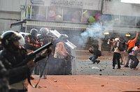 Gas lacrimógeno siendo utilizado en contra de manifestantes de la oposición, foto: Andrés E. Azpúrua, Wikimedia CC BY-SA 3.0
