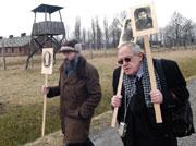Polští Židé uctili v koncentračním táboře Osvětim 27. ledna památku obětí (Foto: ČTK)