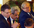 Lubomír Zaorálek, Pavel Dostál a Martin Muchka při diskusi ve sněmovně, foto: ČTK