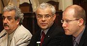 Kulturminister P. Dostal, V. Spidla, Finanzminister B. Sobotka (Foto: CTK)