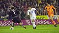 Milan Baroš (uprostřed) si obhazuje nizozemského brankáře a nasazuje ke třetímu gólu, foto: ČTK