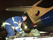 Flugzeug mit den ersten tschechischen Hilfsgütern an Bord (Foto: CTK)