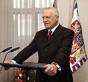 Prezident Vclav Klaus na Hrad ped zahjenm pmho penosu novoronho projevu. (Foto TK)