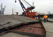 L'Elbe 11 a fait naufrage dans le port de Hambourg (Photo: CTK)