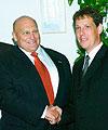 Le vice-secrétaire d'Etat aux Affaires étrangères des Etats-Unis Richard Armitage et le Premier ministre Stanislav Gross, photo: CTK