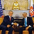 Americký prezident George Bush se slovenským premiérem Mikulášem Dzurindou v Bratislavě, foto: ČTK