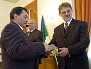 Ministr školství Martin Fronc a Gejza Adam -vlevo (Foto: ČTK)