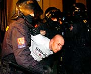 Zásah policejních těžkooděnců na koncertě neonacistů (Foto: ČTK)