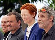 Miroslav Krobot (deuxième à partir de la gauche) à Cannes, photo: CTK