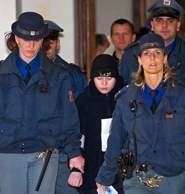Checo grilsssss policía de la república checa 10