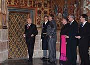 Präsident Václav Klaus (links) unmittelbar vor dem Aufschließen der Schatzkammer (Foto: ČTK)
