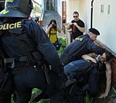 Zásah policie během pochodu příznivců extremistické Dělnické strany, foto: ČTK