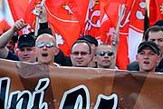 Příznivci extrémní pravice se shromáždili 1. května v centru města a pochodovali Brnem. Na snímku uprostřed předseda Dělnické strany Tomáš Vandas (Foto: ČTK)