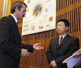 Le spationaute canadien Chris Hadfield et le premier taïkonaute Yang Liwei, photo: CTK