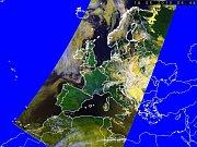Poloha oblačného pole nad Evropou 18. května v6:48 na snímku zpolární družice NOAA, foto: ČTK