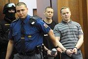 Obžalovaní přicházejí k soudu (Foto: ČTK)