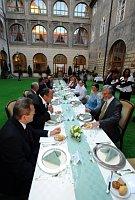 Abendbrot zum Abschied der Jan Fischers Regierung (Foto: ČTK)