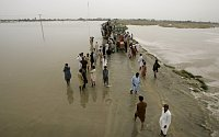 Pakistan villagers flee from area due to heavy flooding in Jacobabad, Pakistan, photo: CTK