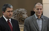 Petr Hulínský aZdeněk Tůma (vpravo) po jednání představitelů TOP 09 aČSSD okoaliční spolupráci vPraze, foto: ČTK