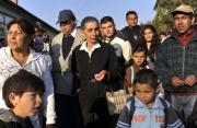 Romové čekají na evakuaci z obce Gyöngyöspata (Foto: ČTK/AP/Bela Szandelszky)