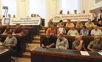 Protestující starostové se setkali sprimátorem města Petrem Kajnarem vzasedacím sále, foto: ČTK